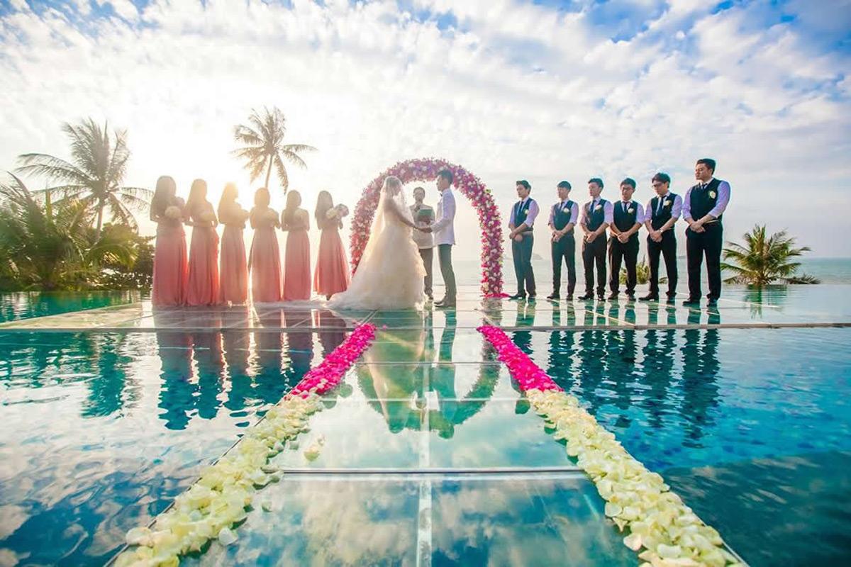 over water wedding ceremony at conrad koh samui extravaganzi