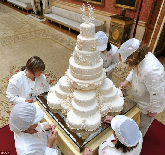 British Royal Wedding Cakes: Five Slices Of British Royal Wedding Cakes Go Under The
