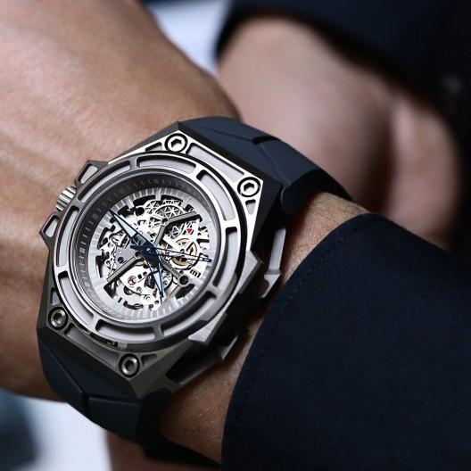 Linde-Werdelin-SpidoSpeed-Titanium-Watch2