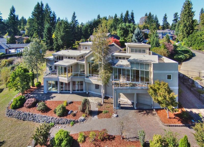 Contemporary Washington Home with Breathtaking Views of Mt. Rainier for $675K