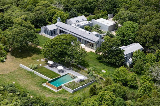 Obama's fav Martha's Vineyard getaway hits the market