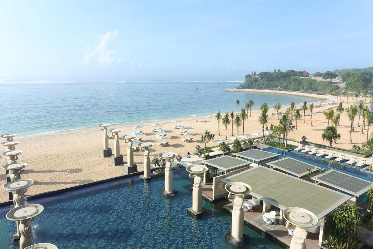 The 1 beach resort in the world the mulia mulia resort for Best beach resorts in the world