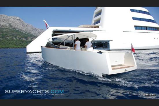 Andrey Melnichenko's New $450 Million Yacht - eXtravaganzi