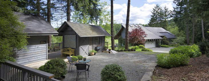 Ready For Rural Living? Sophisticated Country House On Salt Spring Island Awaits You!