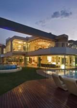 Horseshoe-shaped Glass Villa By Niko Van Der Mulen