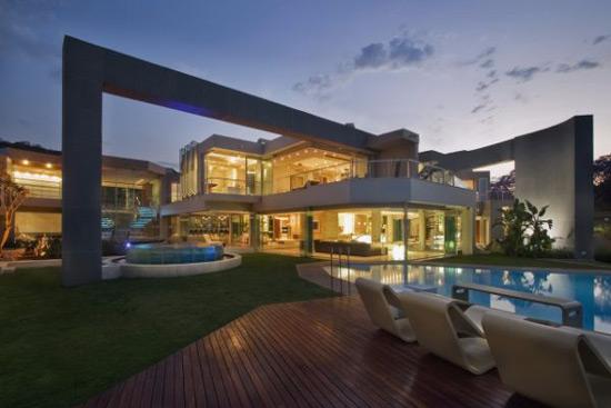 Horseshoe-shaped Glass Villa