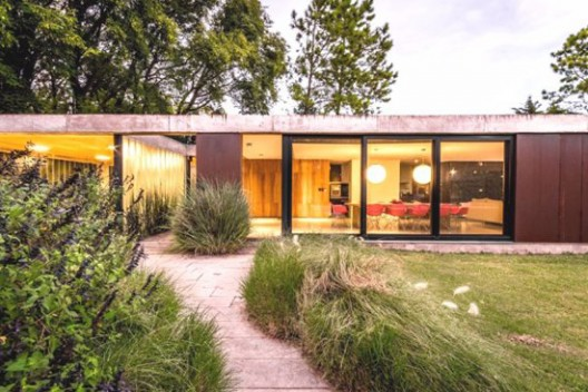 Linear House by Roberto Benito