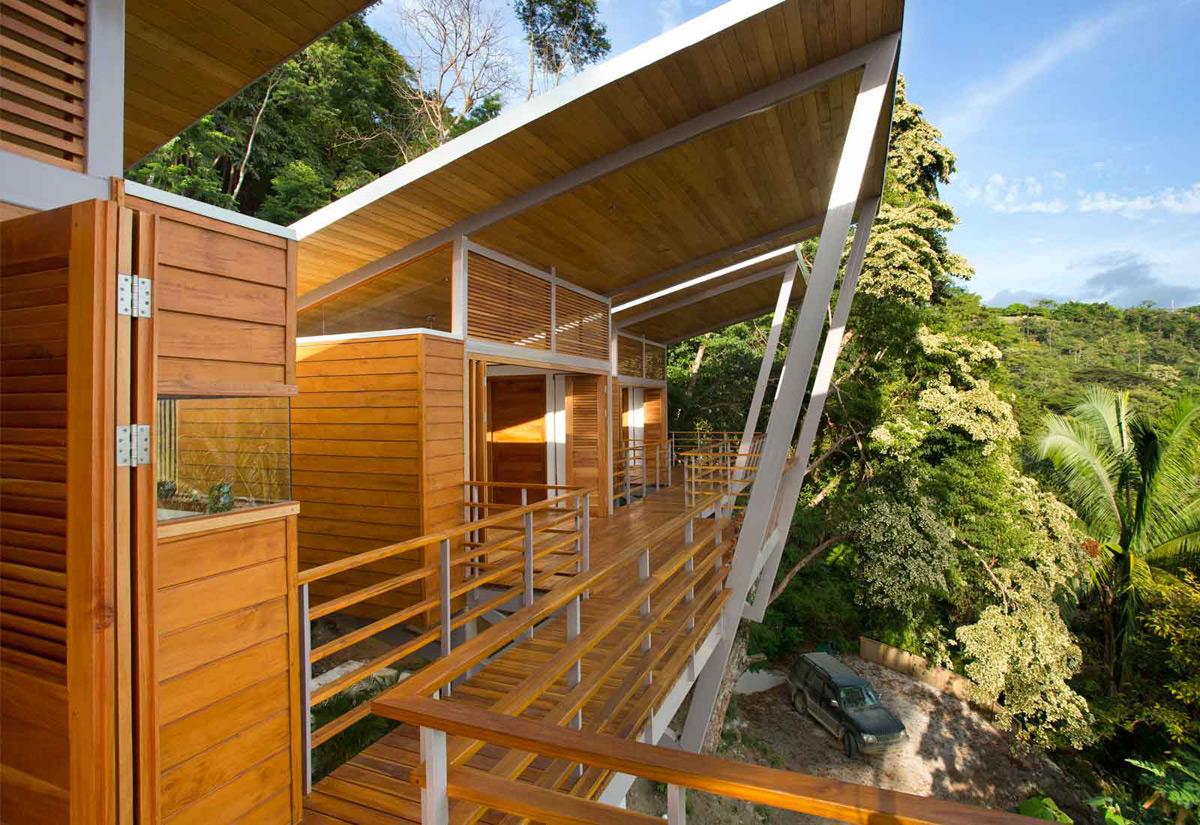 Casa Flotanta Floating House Above a Costa Rican Hillside