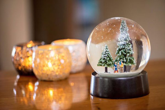 Diamond Christmas Snow Globe