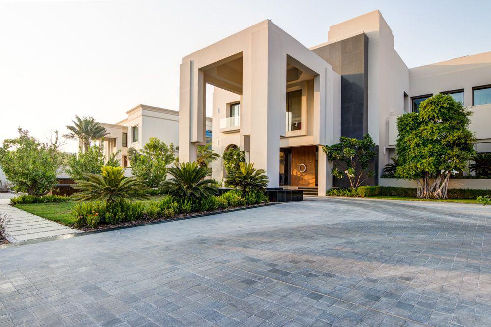 Exquisite contemporary villa in emirates hills extravaganzi for Contemporary villa