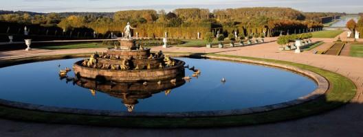 Guerlain's New Le Bouquet de la Reine To Support Restoration of the Versailles Castle