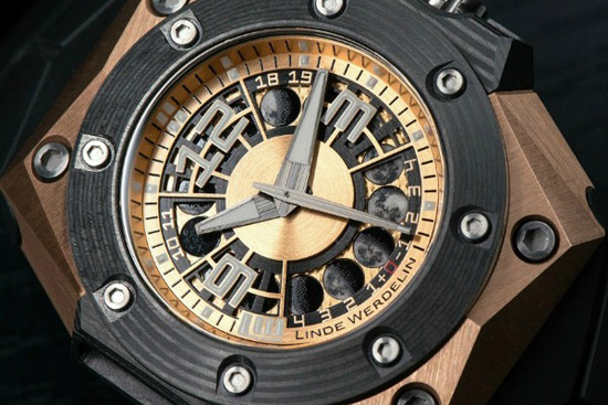 Octopus Moon Gold 3DTP Carbon by Linde Werdelin