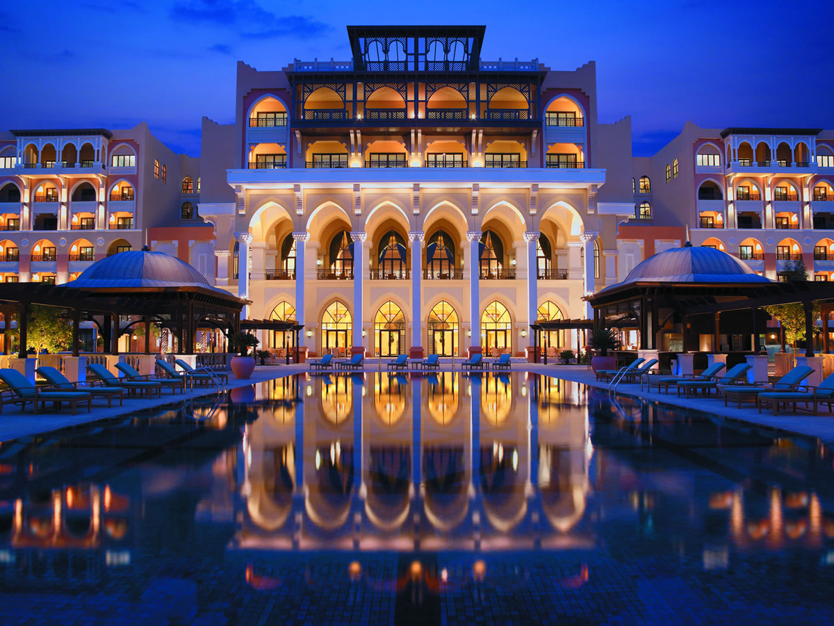Shangri La Hotel - Oasis Into the Heart of Abu Dhabi