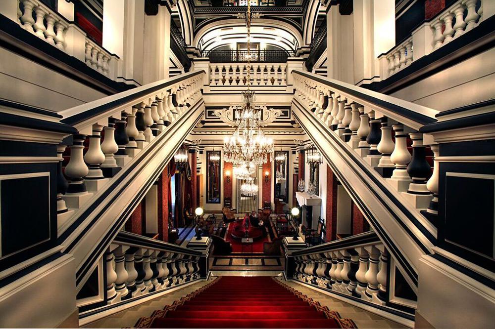 Saint james paris only ch teau hotel in all of paris for Chateau hotel paris