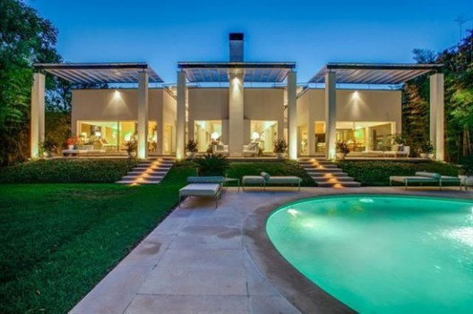 Max Levy Modern Masterpiece Lists For $2.599-Million in Addison