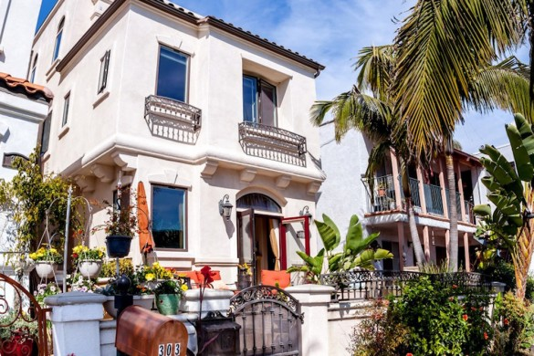 Huntington Beach Mediterranean Residence On Sale