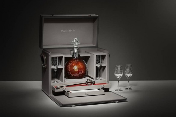 Louis XIII L'Odyssée d'Un Roi - Limited Edition Of Three Trunks