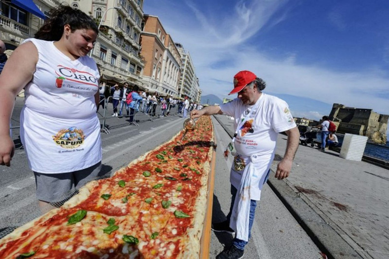 World's Longest Pizza Stretches 1.8km Along The Waterfront in Naples