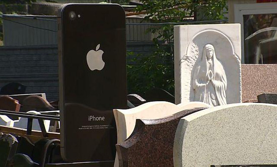 Tombstone In The Form Of iPhone 4 Became Hit In Russia