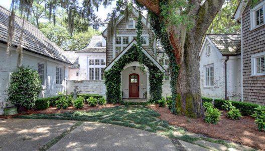 'Grand Oaks' – 2.8-Acre Dream Property In North Carolina On Sale For $3.3 Million