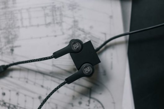 Beoplay H5 – Bang & Olufsen's First Wireless Earphones