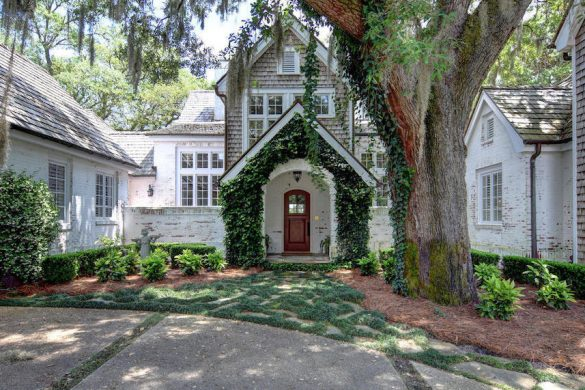 Grand Oaks – 2.8 Acre Estate In North Carolina On Sale For $3.3 Million