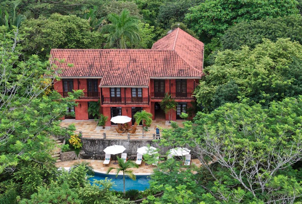 mel gibson s costa rican jungle estate on sale for 30 million extravaganzi. Black Bedroom Furniture Sets. Home Design Ideas
